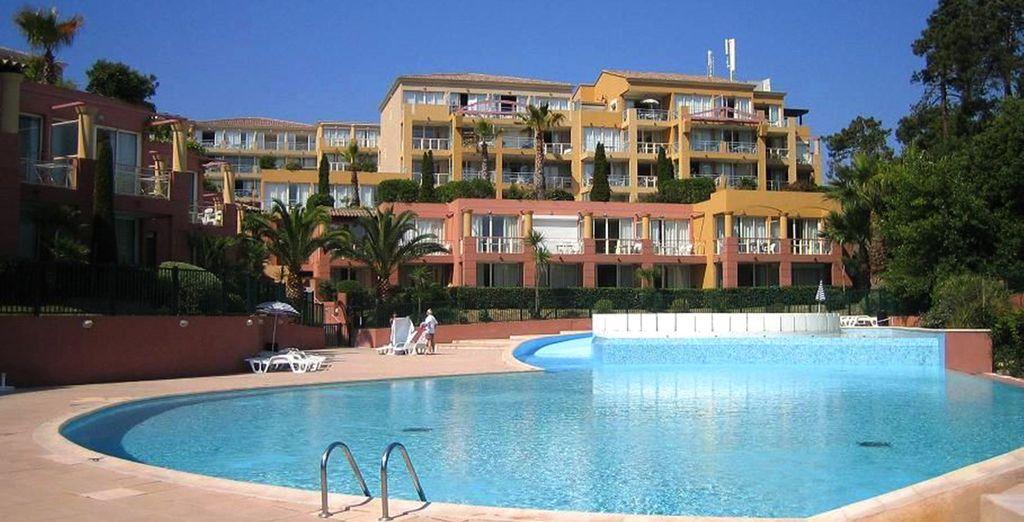Vous profiterez de la splendide piscine de l'hôtel pour vous ressourcer
