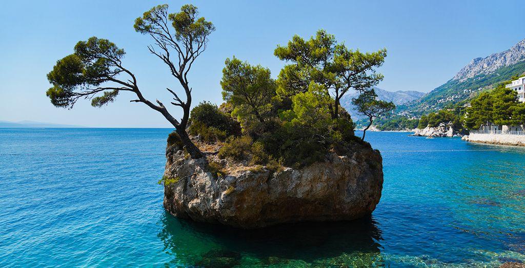 Prenez ensuite la direction de côtes aux eaux turquoise et d'îles enchanteresses