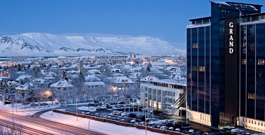 Vous arriverez à Reykjavik, sa capitale chaleureuse et accueillante...