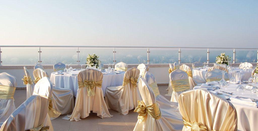 Finissez votre journée par un dîner en terrasse...