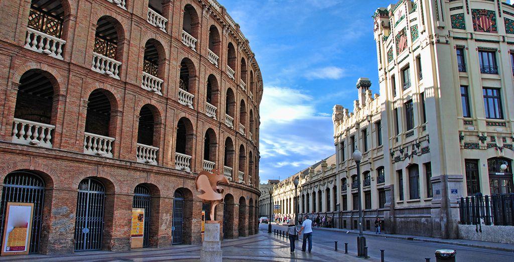 Découvrez ensuite le charme des anciennes arènes de Valence
