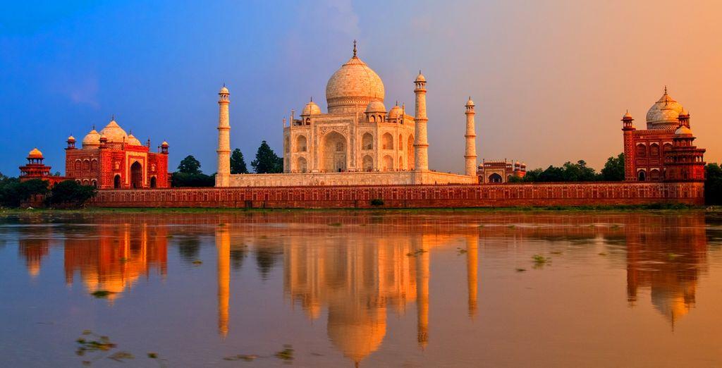 Face au fameux Taj Mahal, symbole d'un amour éternel !