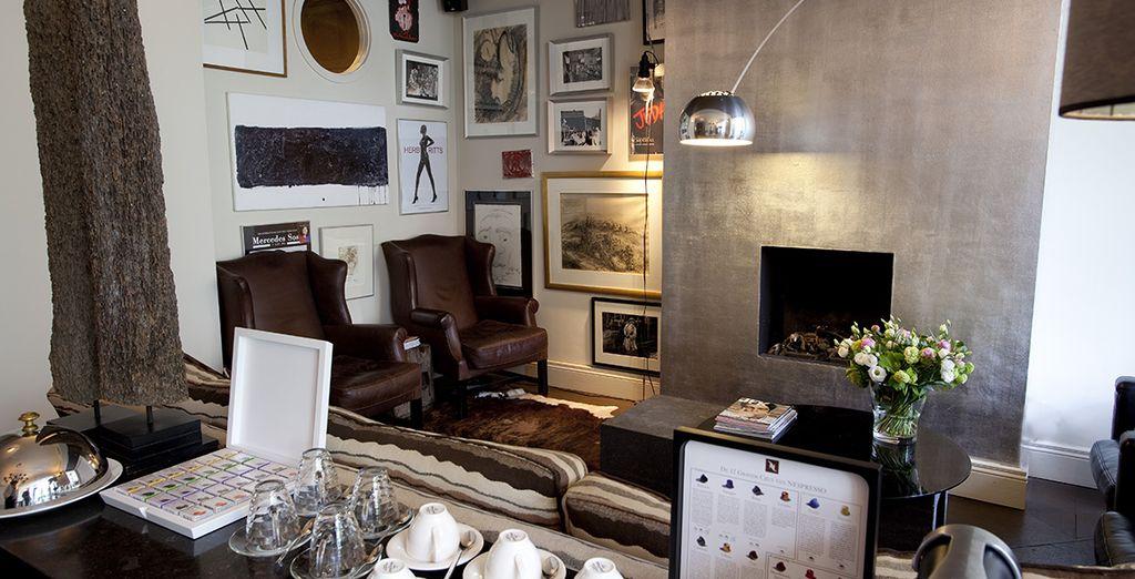 Buvez un café brun au bar lounge