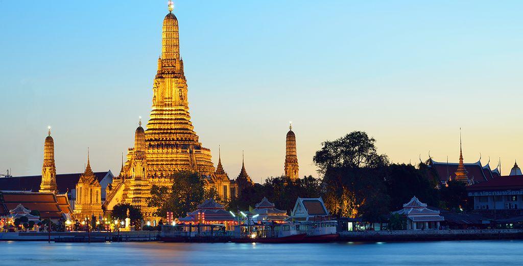 Tout commence à Bangkok, où sa vie frénétique et ses sublimes richesses se mélangent à merveille