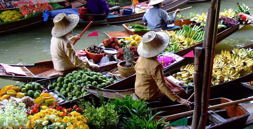 Imprégnez-vous de la culture locale sur le marché flottant de Damnoen Sudak