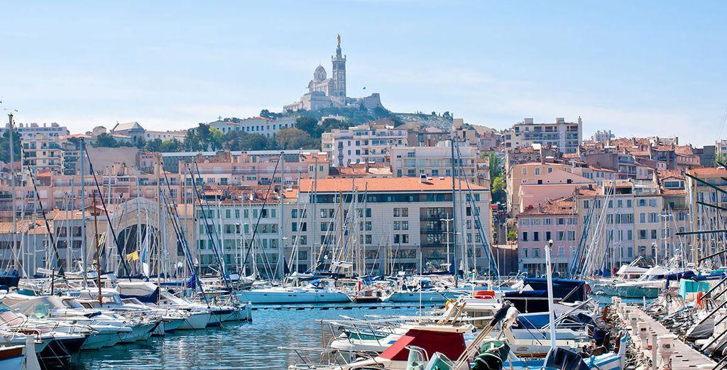 Photographie du port de Marseille pour une croisière en méditérannée