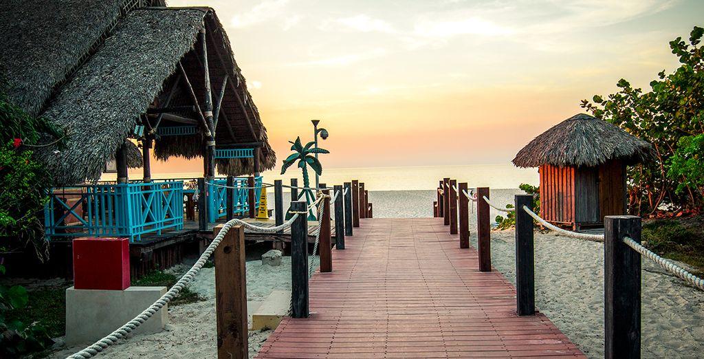 Suivez-nous dans l'atmosphère romantique du Royal Hicacos Resort & Spa...