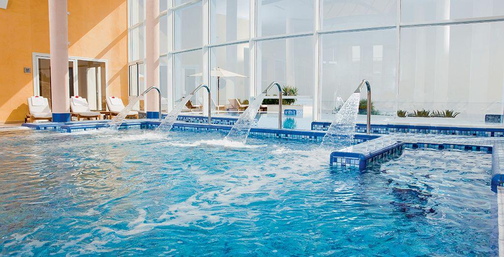 Puis accordez-vous une pause dans la piscine intérieure...
