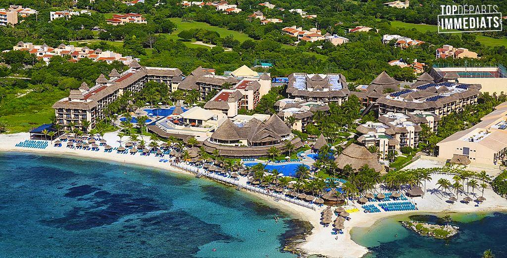 Au bord d'une plage de sable blanc sur la péninsule du Yucatan au Mexique...