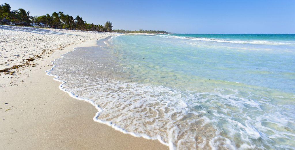 Bordé par la belle plage de Diani...