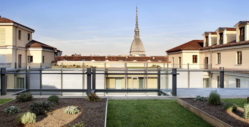 Depuis la terrasse sur le toit de l'hôtel, la vue imprenable vous saisira...