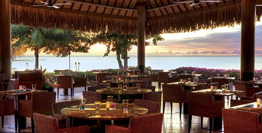 ...vous apprécierez une vue imprenable sur l'océan au restaurant...