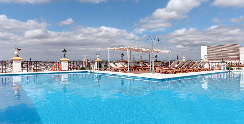 Sans oublier un superbe toit-terrasse avec piscine