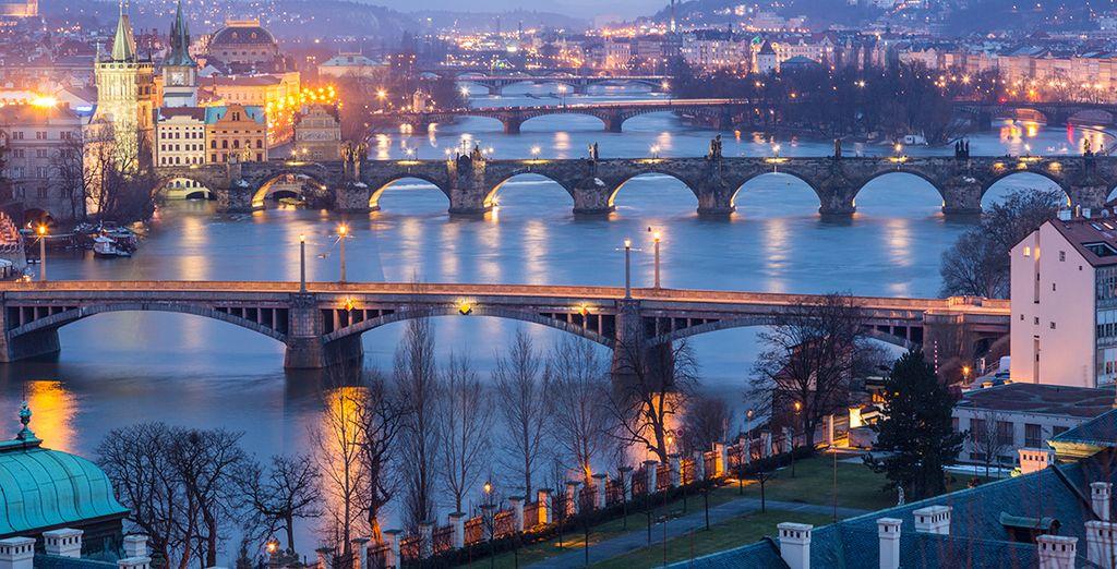 La suite de votre séjour se déroulera à Vienne, en République Tchèque où ponts et lumières illumineront vos yeux