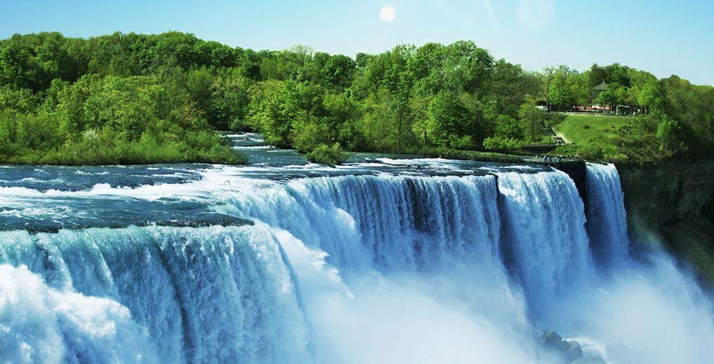 Photographie des chutes du Niagara à la frontière des États-Unis ainsi que du Canada