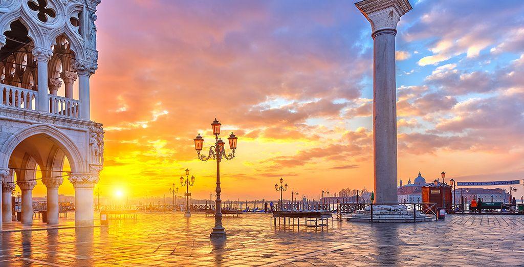 Avant de profiter de l'atmosphère unique de Venise à la nuit tombée