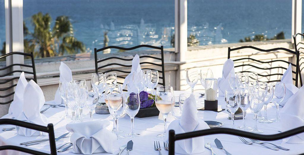 Ou un dîner à mi-chemin entre l'Italie et la Provence, avec une vue exceptionnelle
