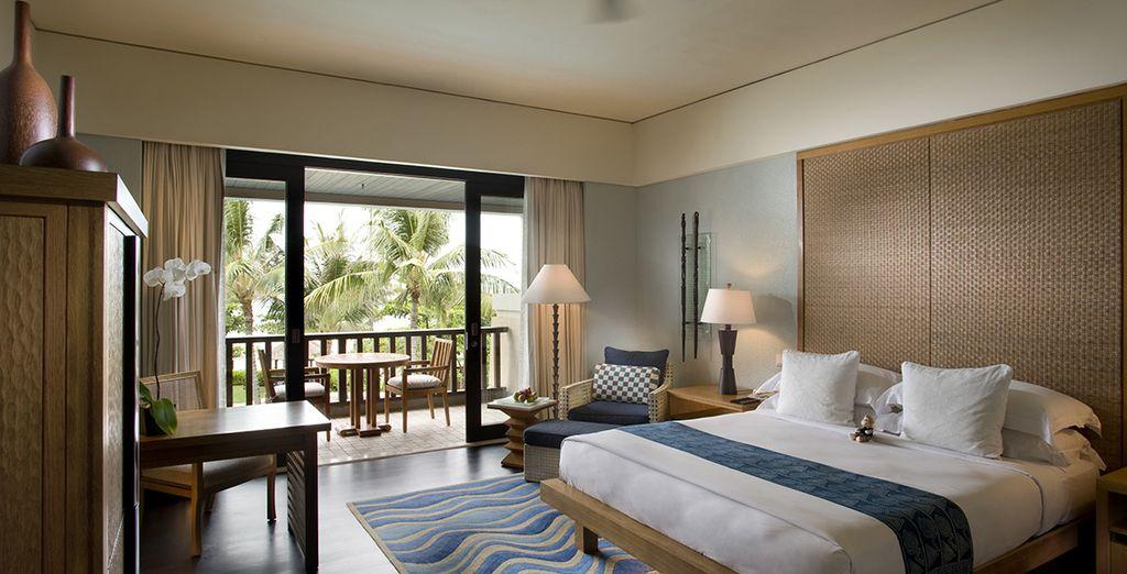 Posez vos valises dans la somptueuse chambre Deluxe Resort Partial Ocean View