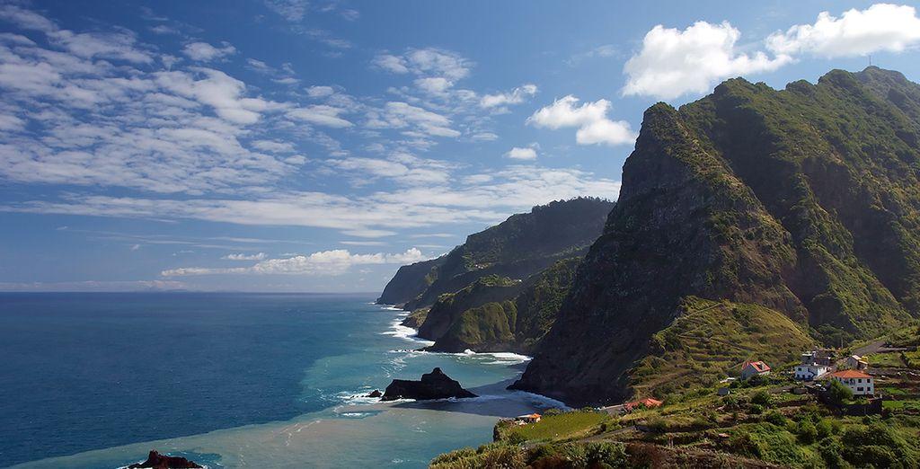 Et partez découvrir les sites pittoresques de l'île, sa beauté singulière et son climat chaud