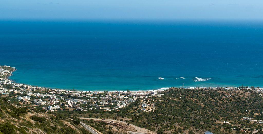 Découvrez la Crète depuis la baie de Monofatis...