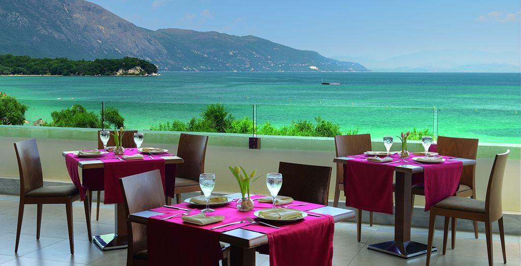 Petit-déjeuner idyllique face à la plage...