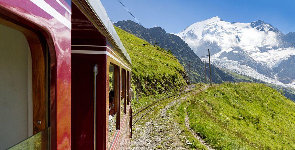 Ou grimpez dans le tramway du Mont Blanc pour un voyage pittoresque