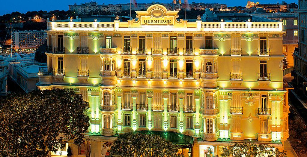 Prenez place à l'hôtel Hermitage de Monte Carlo...