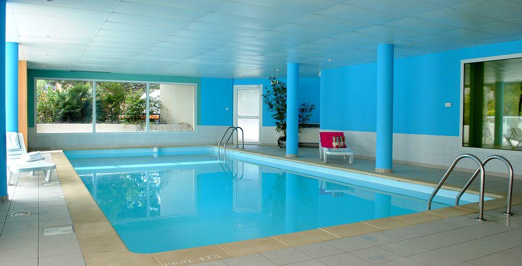 Avant de plongez dans la piscine intérieure chauffée