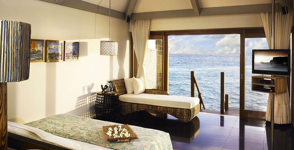 A moins que vous ne succombiez à la sublime Premium Indulgence Water Villa, avec accès privé sur le lagon