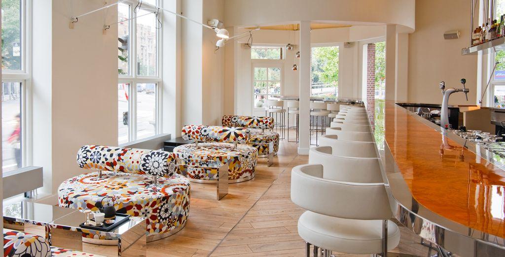 Partagez un repas ou un verre au MOMO Restaurant, Bar & Lounge...