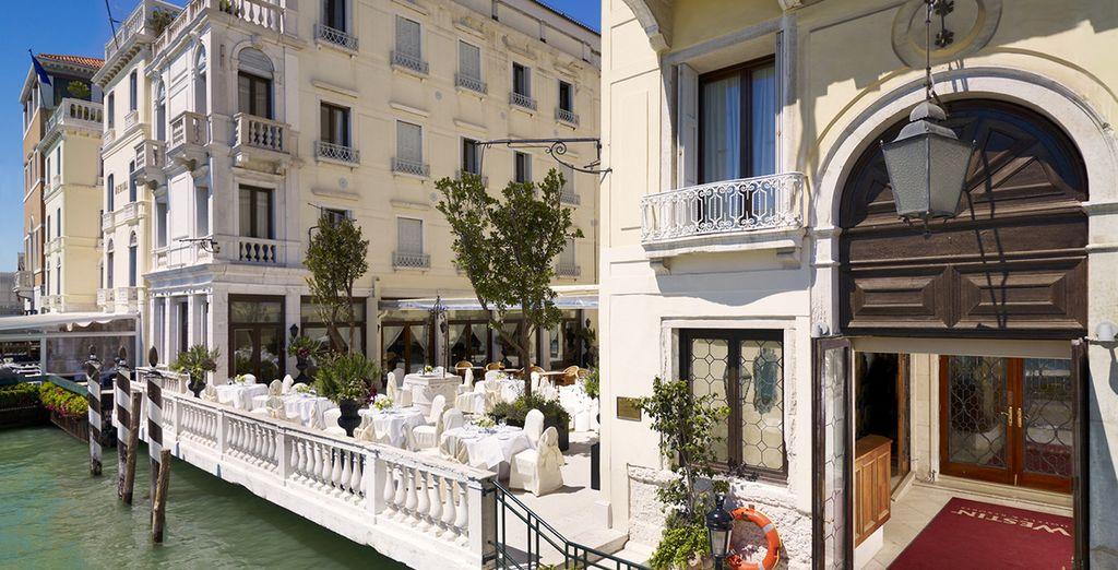Vous découvrirez un hôtel au charme authentique