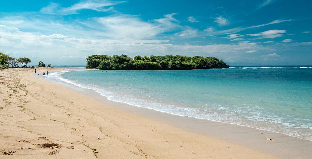 Délicatement posé sur la longue plage de Nusa Dua