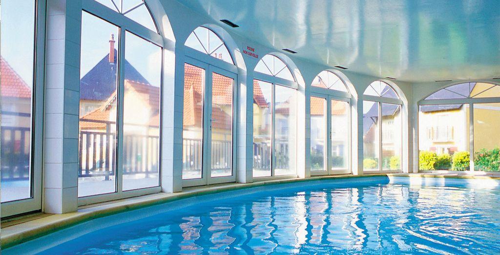 Profitez de la piscine intérieure...