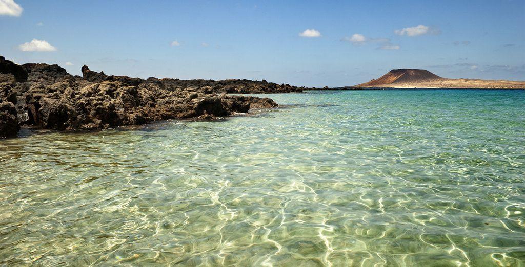 Rejoignez Lanzarote et ses eaux translucides