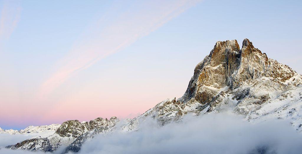 Découvrez les sommets enneigés des Pyrénées