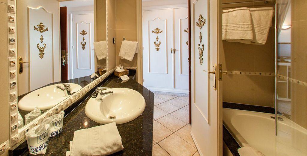 Et sa salle de bain tout équipée.