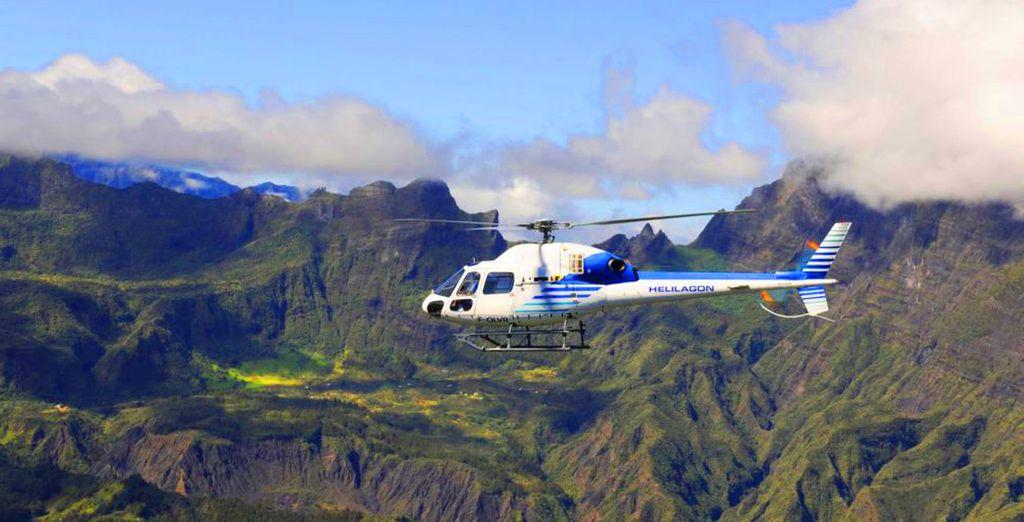 Avant de survoler l'île en hélicoptère...