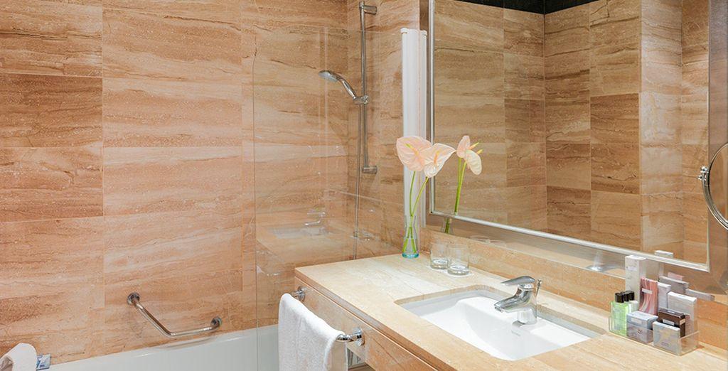 Et sa salle de bains moderne