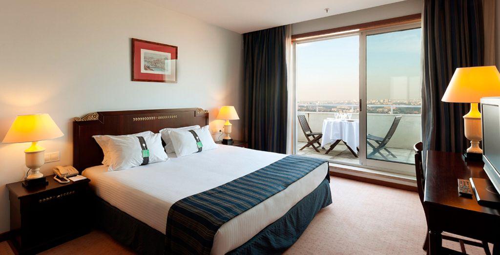 Installez-vous dans votre chambre Vue Rivière, aussi confortable qu'élégante...