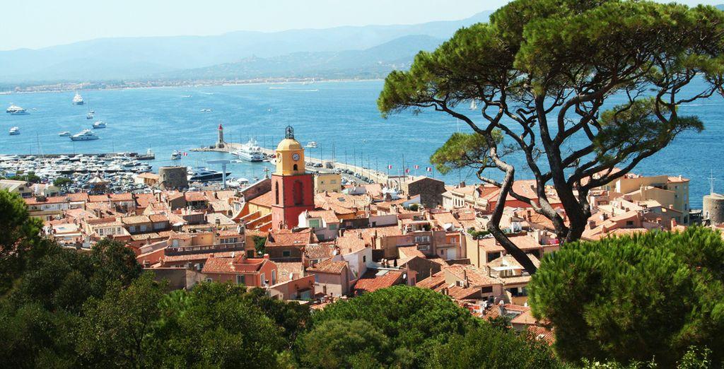 Dans le charmant village de Saint-Tropez. Ne résistez pas plus longtemps !