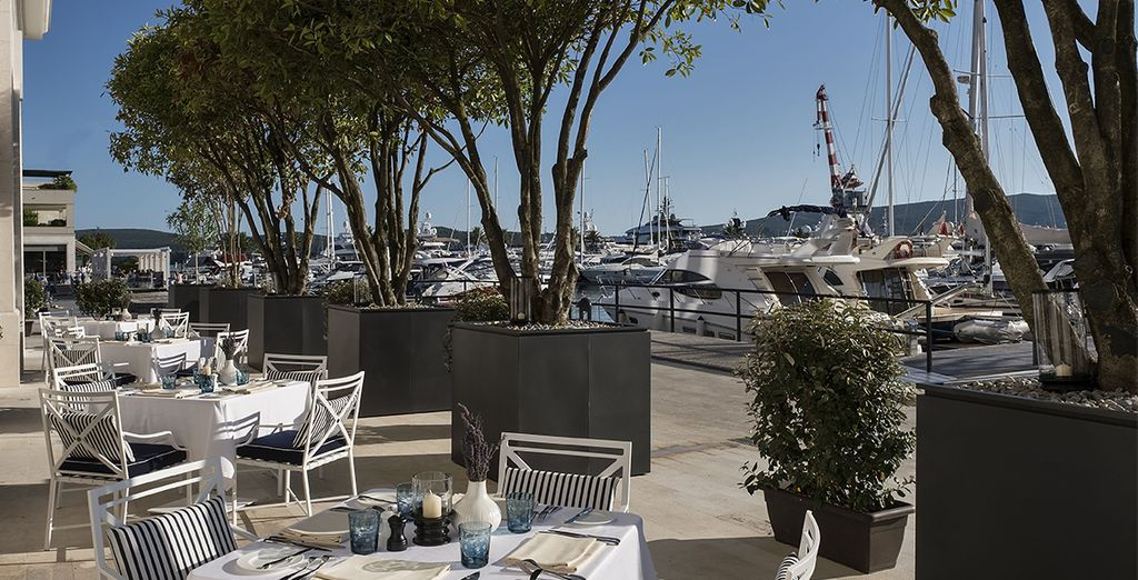 Ou sur sa terrasse donnant sur la marina