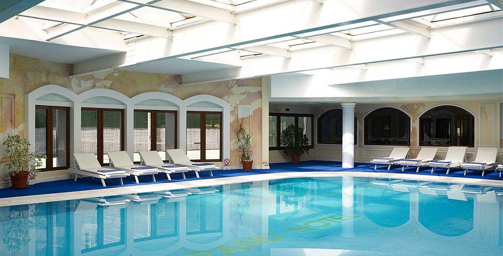 Avec piscine intérieure...