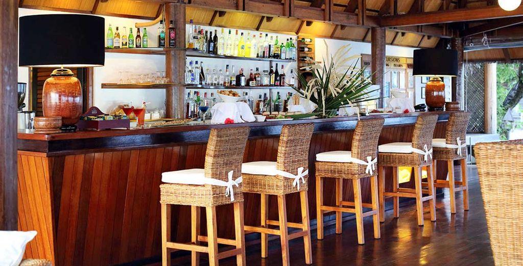 D'ailleurs, ne manquez pas de siroter un délicieux cocktail au bar en intérieur