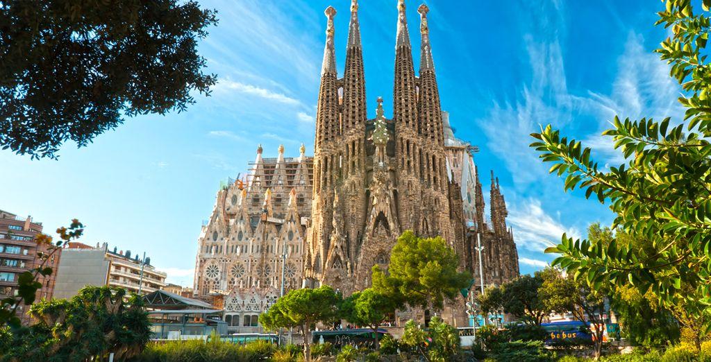 Puis partez à la découverte de Barcelone, ses quartiers uniques, ses monuments célèbres...