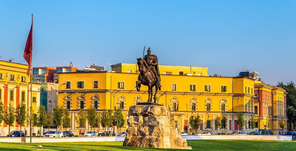 Au départ de Tirana, la capitale