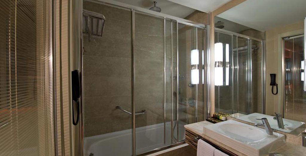 Avec sa salle de bain fonctionnelle et équipée