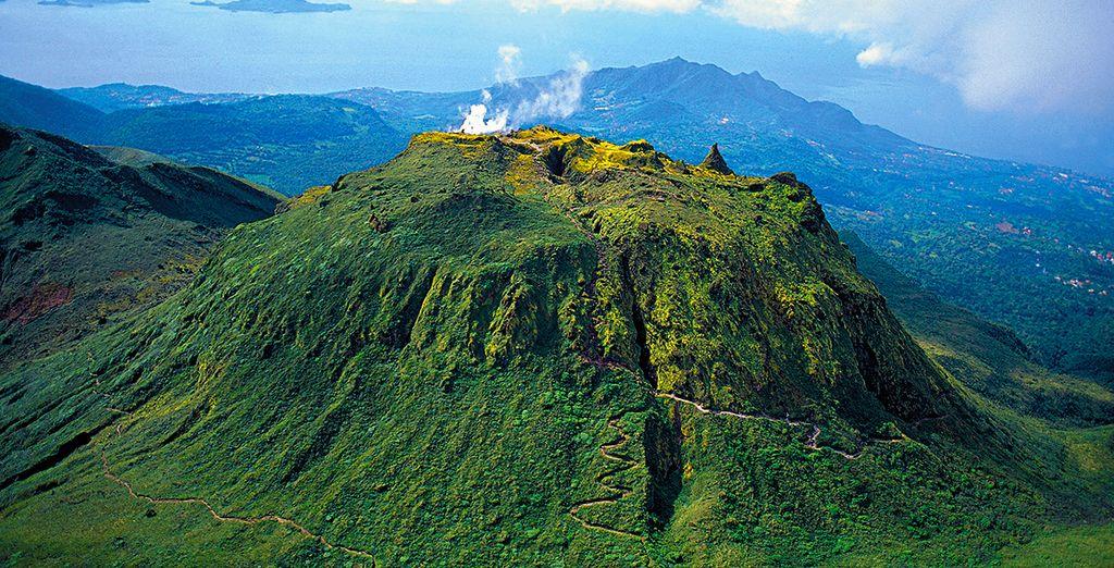 Son symbole le volcan de la Soufrière...