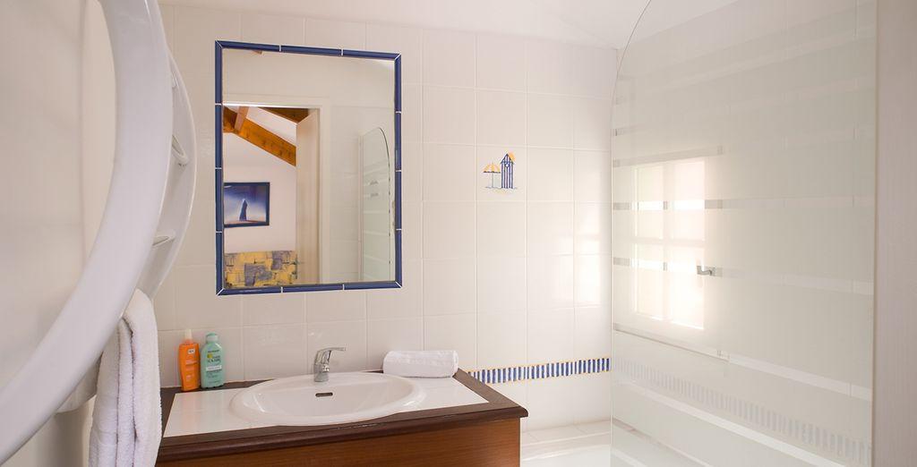 Faites-vous une beauté dans votre salle de bains lumineuse...