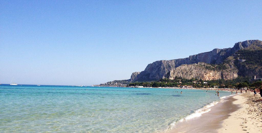De belles étendues de sable habillées d'une eau turquoise