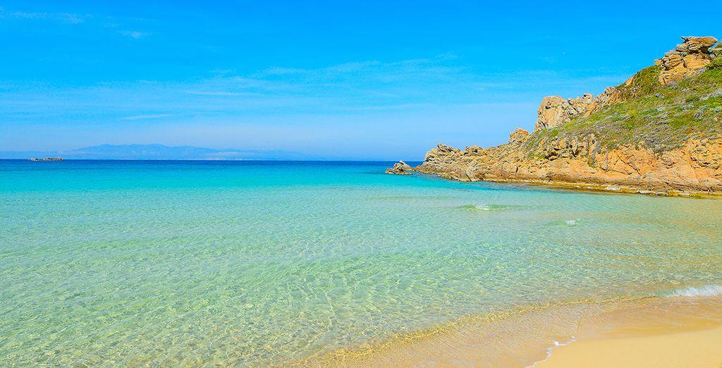 Et apprécier les magnifiques plages préservées de l'île